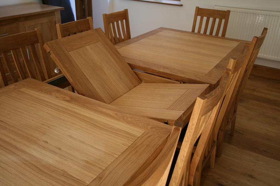 Butterfly extending tables extending oak dining tables for Oak dining room table