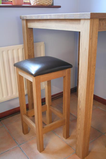 Kitchen chairs solid oak kitchen table and chairs for Bar stool kitchen table sets